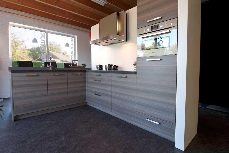 Keuken kunststof houtstructuur nijland interieur for Interieur keuken